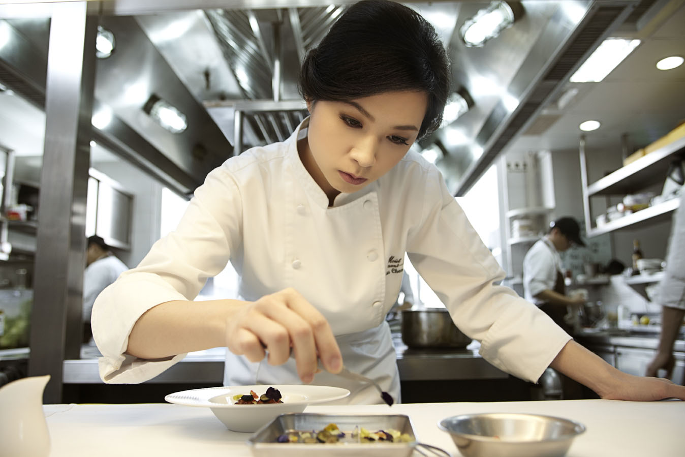 Lanshu Chen at the pass
