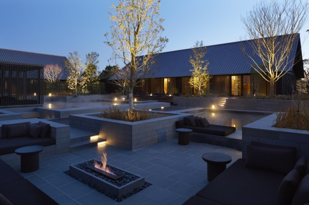 RS2992_Amanemu - Aman Spa garden, onsen, daybeds and fireside lounge-scr