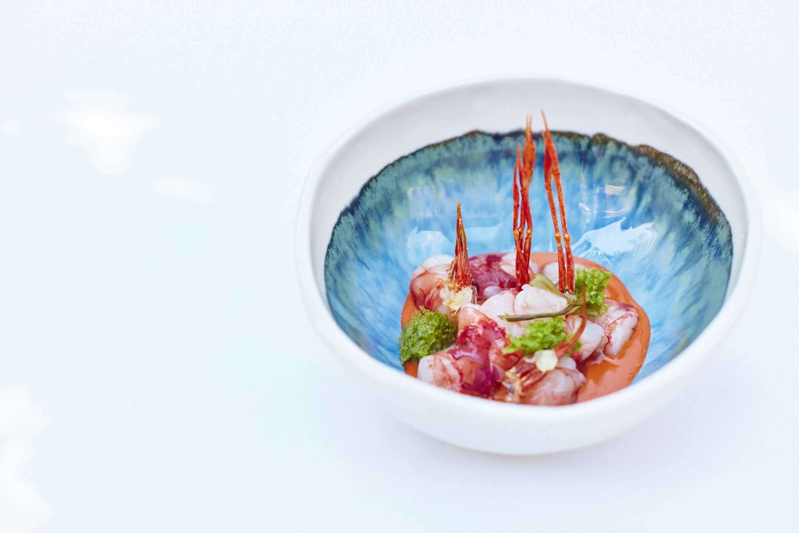 Vinegar marinated prawn and katsuobushi with crispy prawn legs, seaweed velouté and phytoplàncton-001