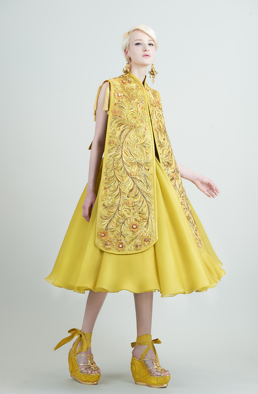 Guo Pei yellow dress.jpg