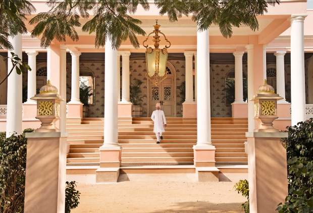 Entrance to Rajmahal Palace.jpg