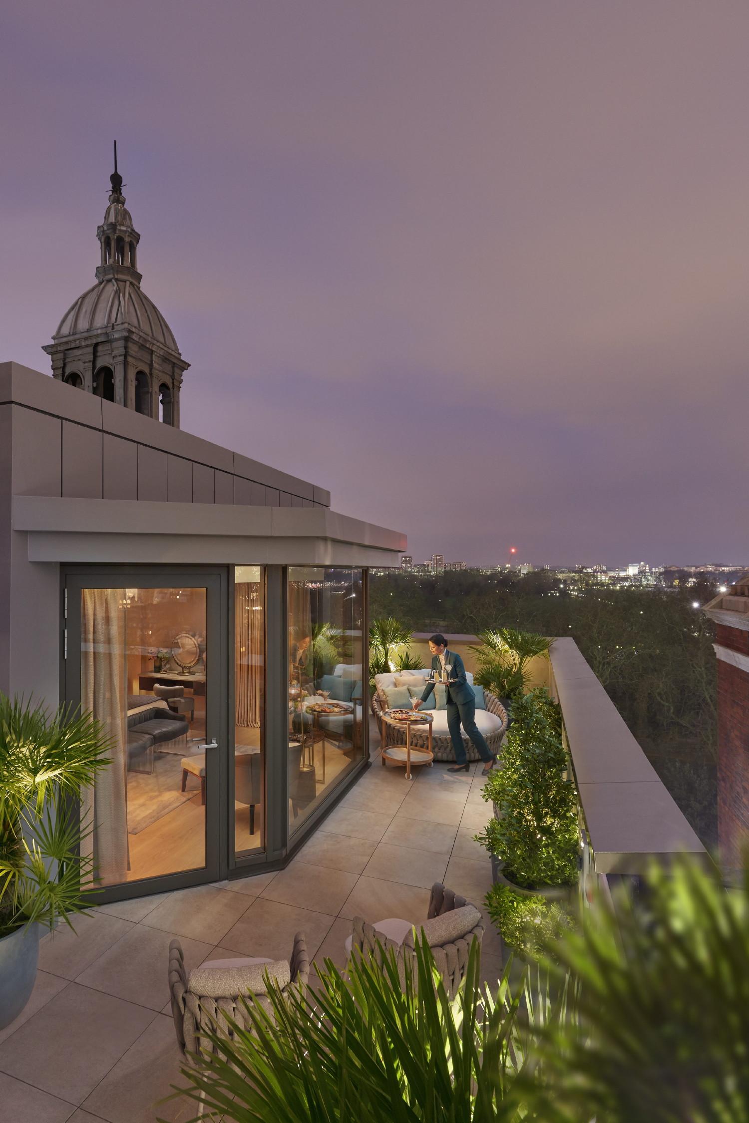 london-2019-suite-penthouse-terrace-01B
