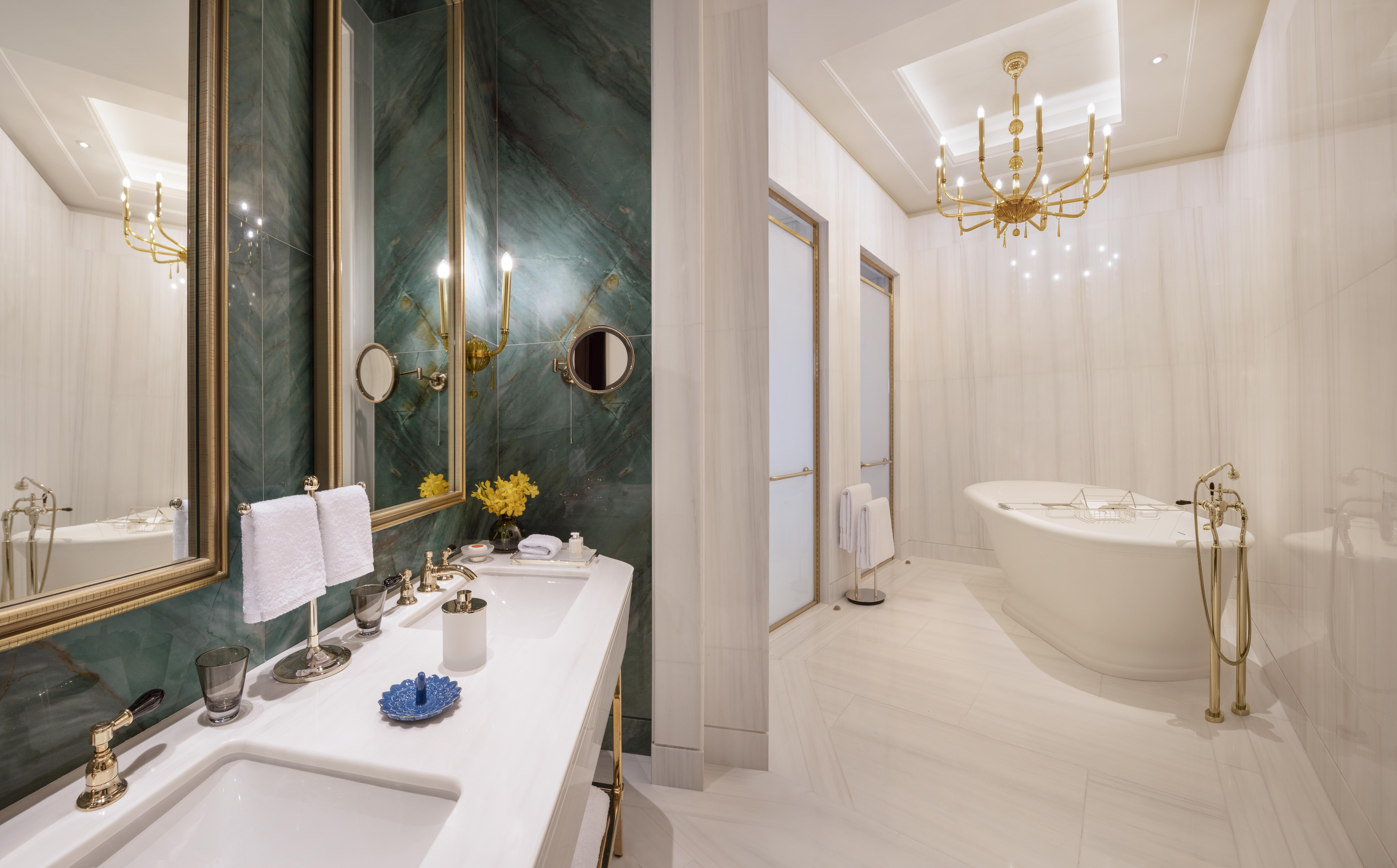 Presidential_Suite_Bathroom.jpg