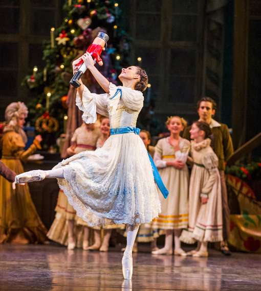 49366-the-nutcracker--francesca-hayward-as-clara--croh--2015--photographed-by-tristram-kenton-510-crop